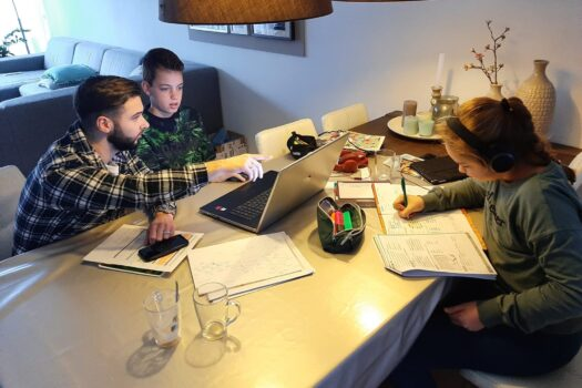 Studenten Graafschap College helpen met thuisopvang en onderwijs voor kinderen
