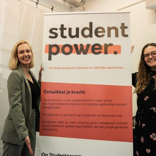 Student Power CEO Carlien Hartgerink draagt het stokje over aan angel investeerder Anne Koolen