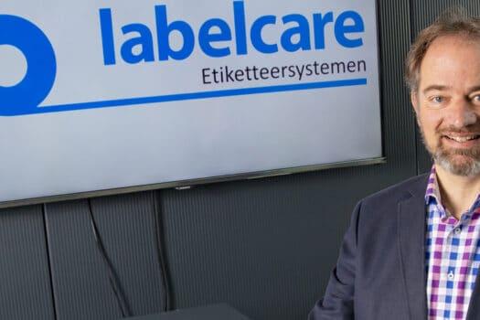 Onder het motto 'als het niet kan zoals het moet, dan moet het maar zoals het kan' produceert Labelcare Etiketteersystemen.