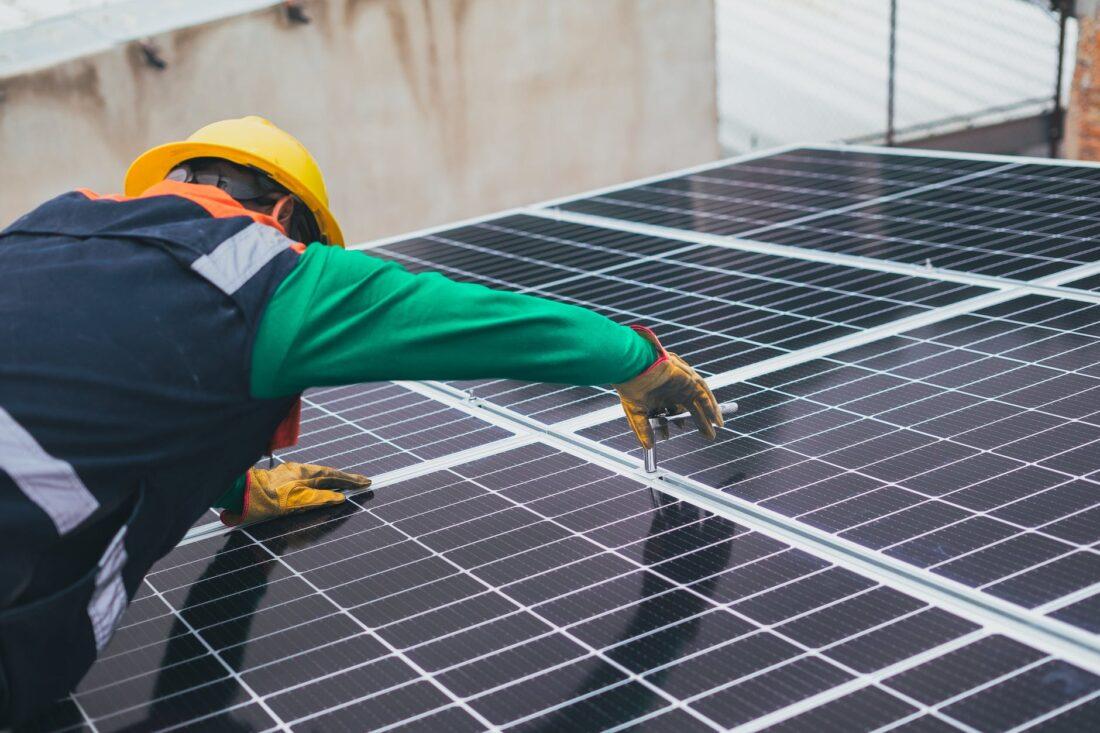 Toekomst zonne-energie beïnvloed door salderingsregeling en overbelast netwerk